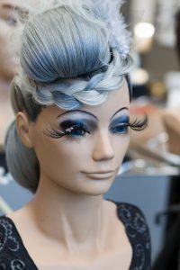 Salpauksen hiusalan opiskleijan tekemä mallikampaus