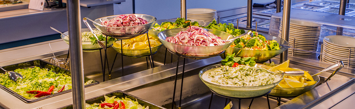 Salpauksen opiskelijaravintola Koo-kuppilan salaattipöytä