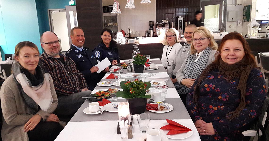 Salpauksen joululahjoituksella tuetaan Polisiin Päijät-Hämeen Ankkuri-toimintaa