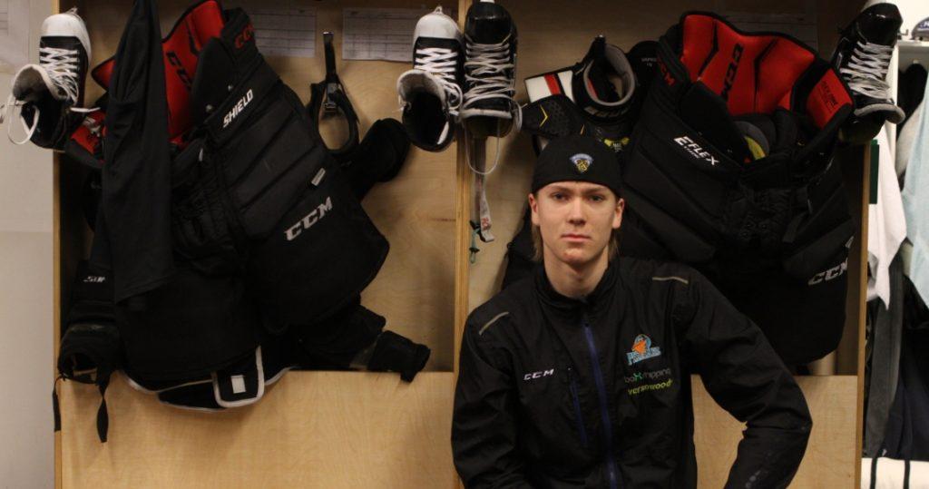 Jasper jääkiekkoilijoiden pukuhuoneessa