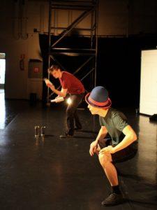 Sirkusopikelijat esiintyvät