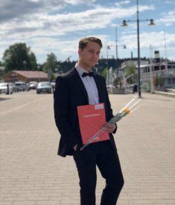 Kaapo Koivunen poseeraa Lahden satamassa