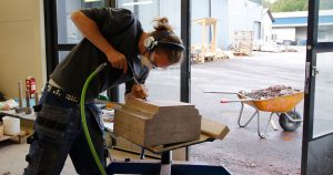 Ilmari kilpailee ammattitaidon Euroopan mestaruudesta kivitöissä