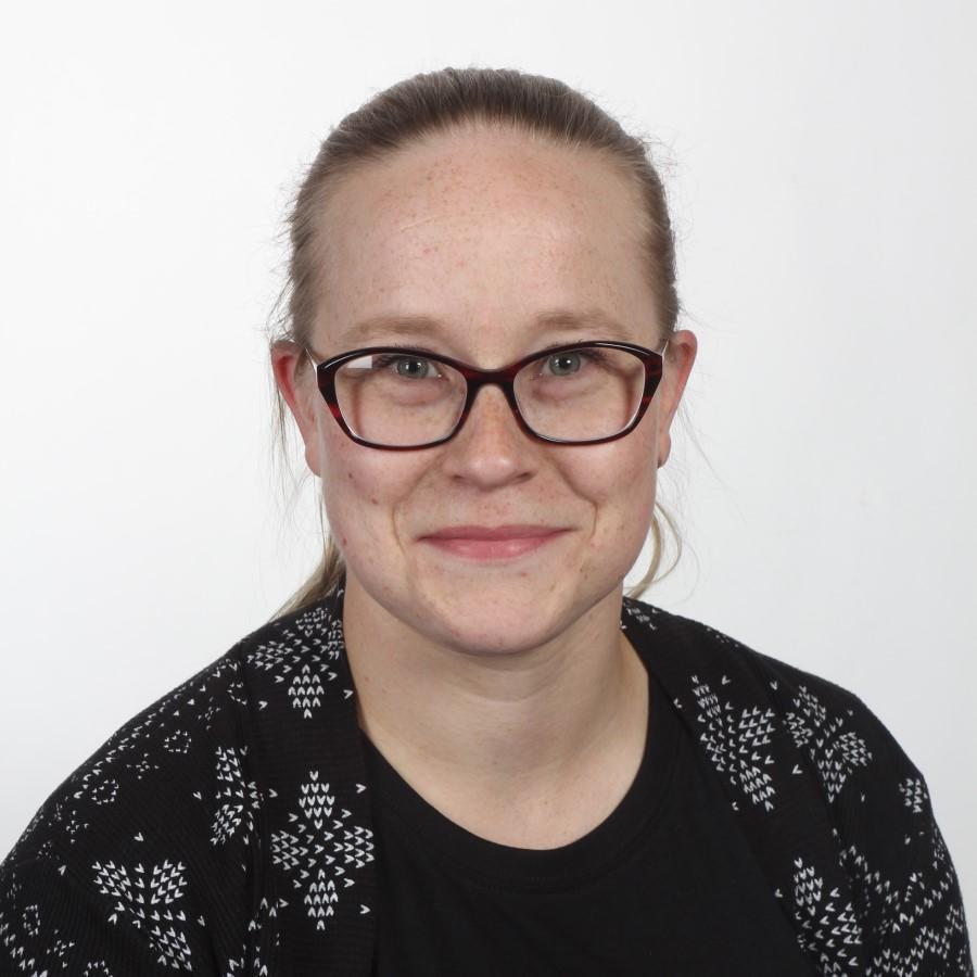 Jenni Marjanen, opintosihteeri.