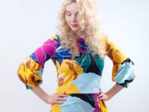 MariMari-yrityksen Aino-malliston värikäs pusero.