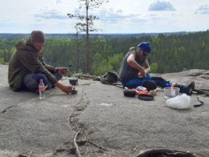 Luonto- ja elämystoiminnan kurssi yhdisti luonto-ohjaaja- ja nuoriso- ja yhteisöohjaajaopiskelijat.
