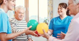 Hoitajia vanhustyössä